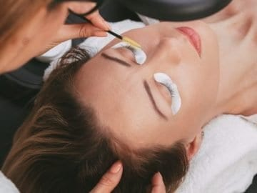 Image of Beautician preparing model for a lash and brow tint.