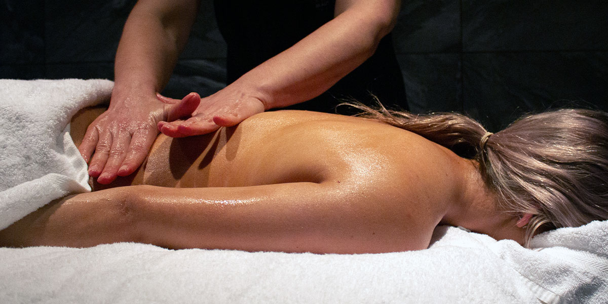 woman having a relaxing aroma massage