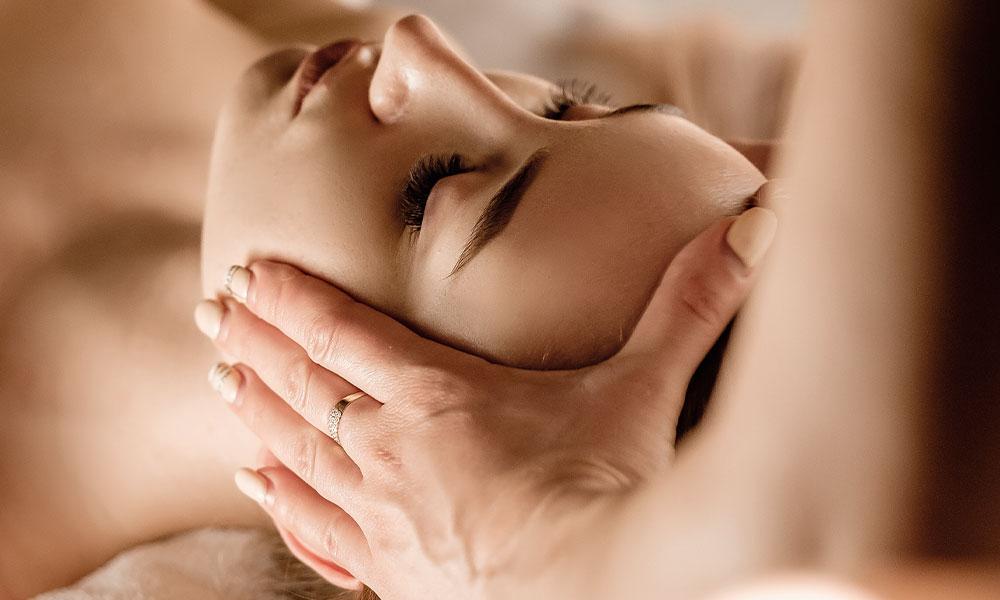 nicola-quinn-head-scalp-massage