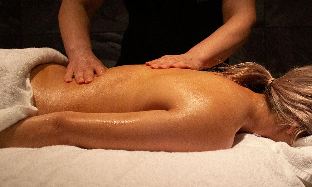 nicola-quinn-relaxing-massage